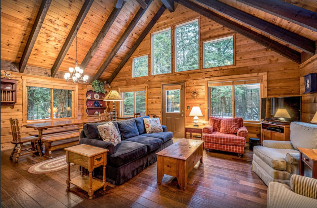 Private, picturesque, cozy retreat in the woods (new to VRBO in 2021)
