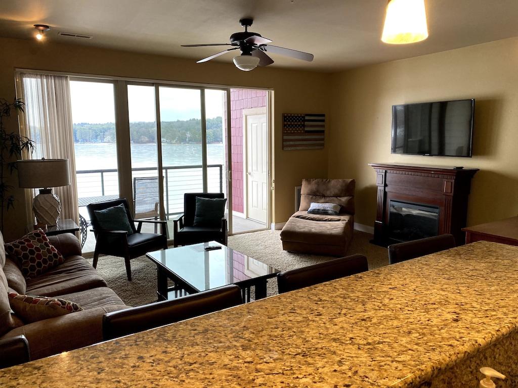 DELLS 1Bedroom Suite on Lake Delton, Free NOAH'S Ark, Great View, Sharp