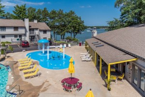 «NEW» Poolside Condo w/ views of Lake Delton- Family, Friends or Couples getaway
