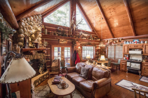 Rustic and charming cabin on Round Lake