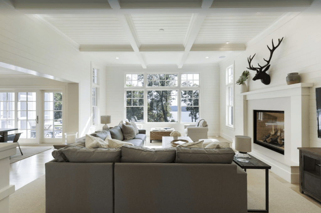 Luxury east-coast style home - Stockholm, Wisconsin