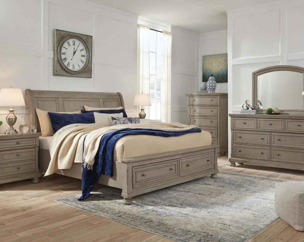 Lettner Light Gray Sleigh Bedroom Set