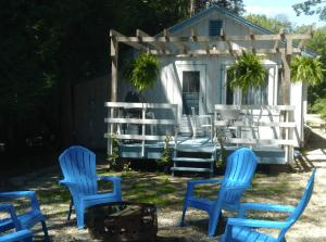 Retro, Cozy Cottage in Peninsula St. Park