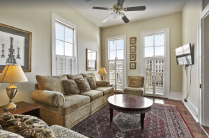 Cozy 4-bedroom Townhome Near Bourbon Street and French Quarter Attractions