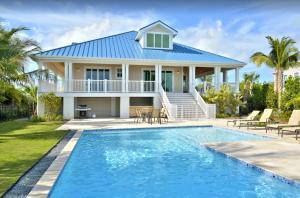 "Luxury 5-bedroom ""Nautical Splender"" with Pool"