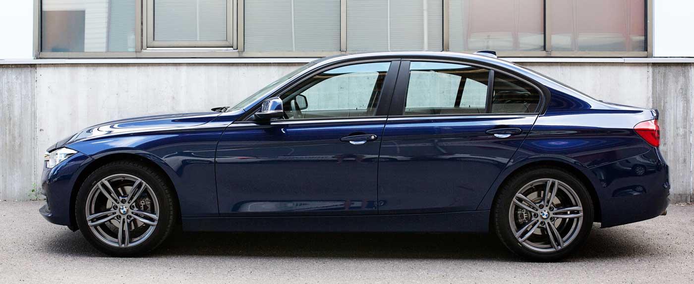 BMW 320i xdrive sivusta
