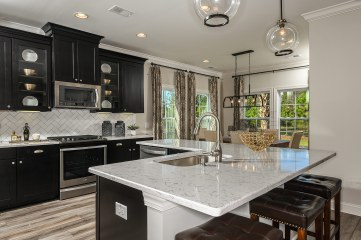 's Lake-model-home-Kitchen