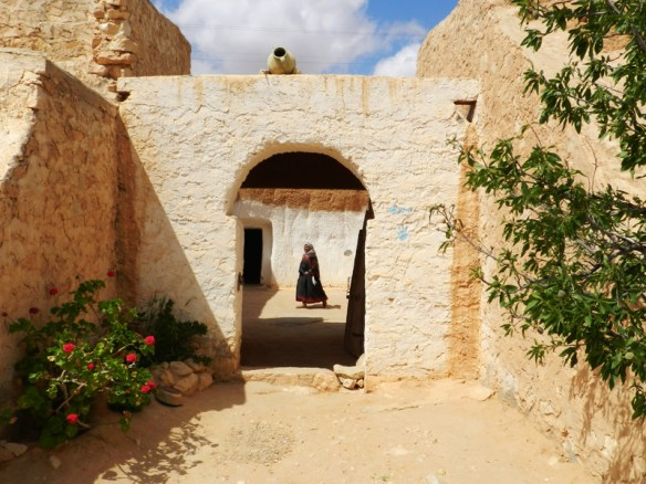 Berber troglodyte dwelling near Matmata, Tunisia. Rooms are tunelled into the hillside and are cool in summer, warm in winter.