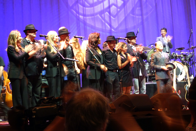 Final moments on the stage at Leonard Cohen's last concert in Auckland, New Zealand on 21 December 2013
