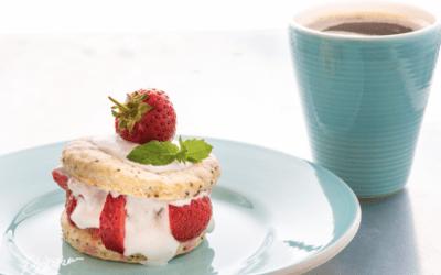 Jordbær-Marie-kage – med kokosflødeskum