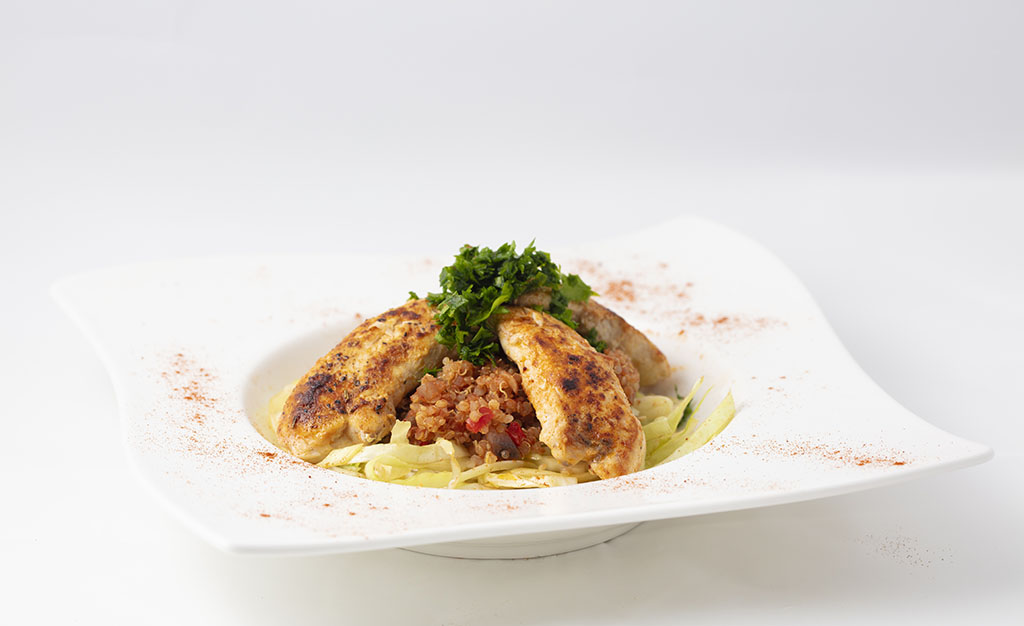 Kyllingefilet med paprika, spidskål og tomatquinoa