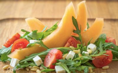 Cantaloupe-melon med cherrytomater og fetaost