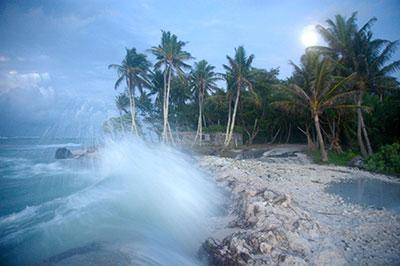 Waves crashing over roadway in Temwaiku, Kiribati (photo credit: Annika Dean)