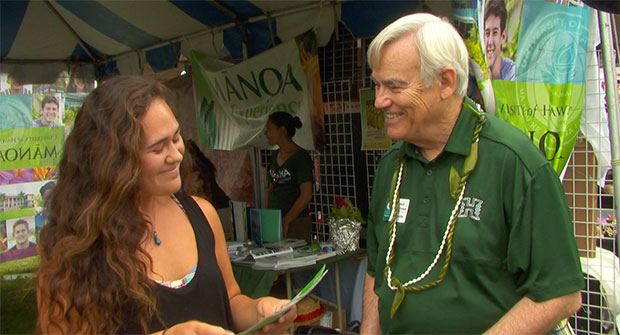 UH Mānoa Chancellor Robert Bley-Vroman greets Los Angeles Hoʻolauleʻa guests.