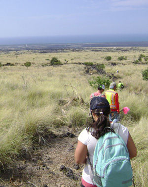 hawaii-gis-students-hiking