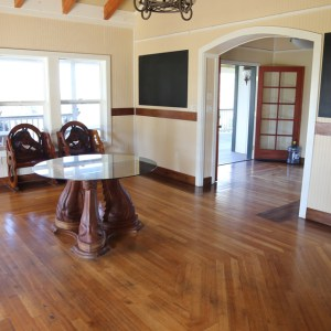 Ranch house foyer with decorative table and carved bench