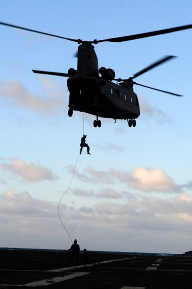 A CH-47F Chinook with B Co., 3rd Battalion, 25th Aviation Regiment, 25th CAB conducts rappel operations with Navy divers from the U.S. Navy SEAL Delivery Vehicle Team 1, Naval Special Warfare Group 3 during rappel training with flight crews from the 25th CAB at Marine Corps Air Station Kaneohe Bay June 18.