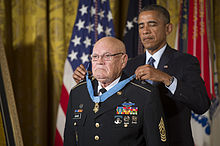 Adkins receiving the Medal of Honor from President Obama