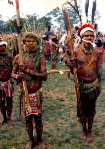005-tribesmen-at-the-highland-festival-in-goroka-papua-new-guinea