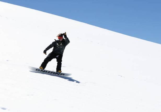 Wintry escapades; Blanket of snow lures dozens to top of Maunakea