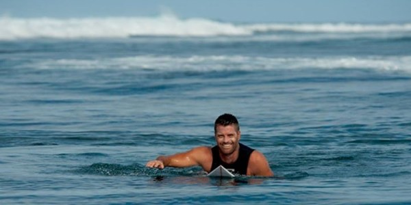 pete-evans-surfing-facebook