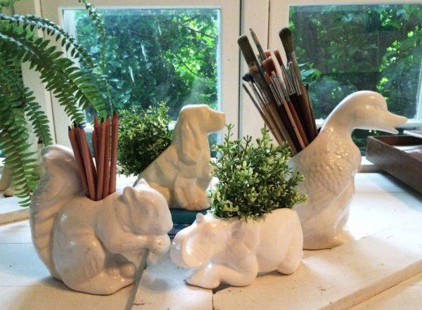 Store art supplies in vintage planters - Hawk-Hill.com