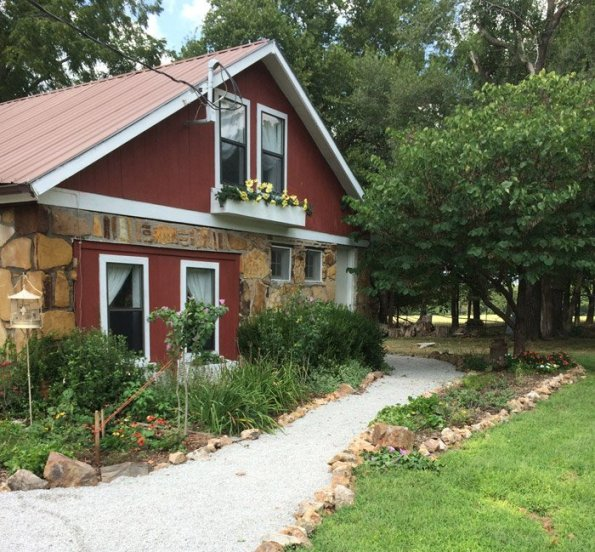 AIRB&B cottage in Carthage, MO