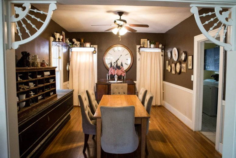 whimsical_dining_room_vintage_clocks