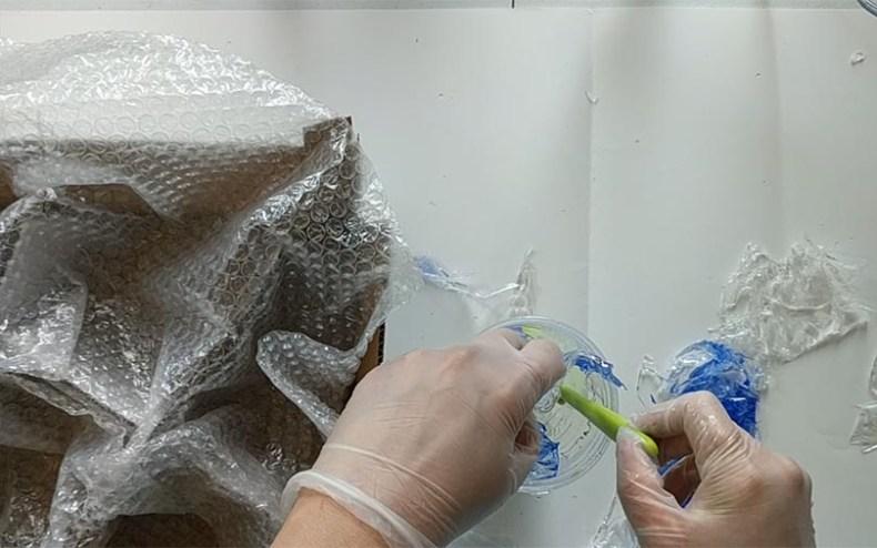 Creating a resin sculpture wish splashing water effect