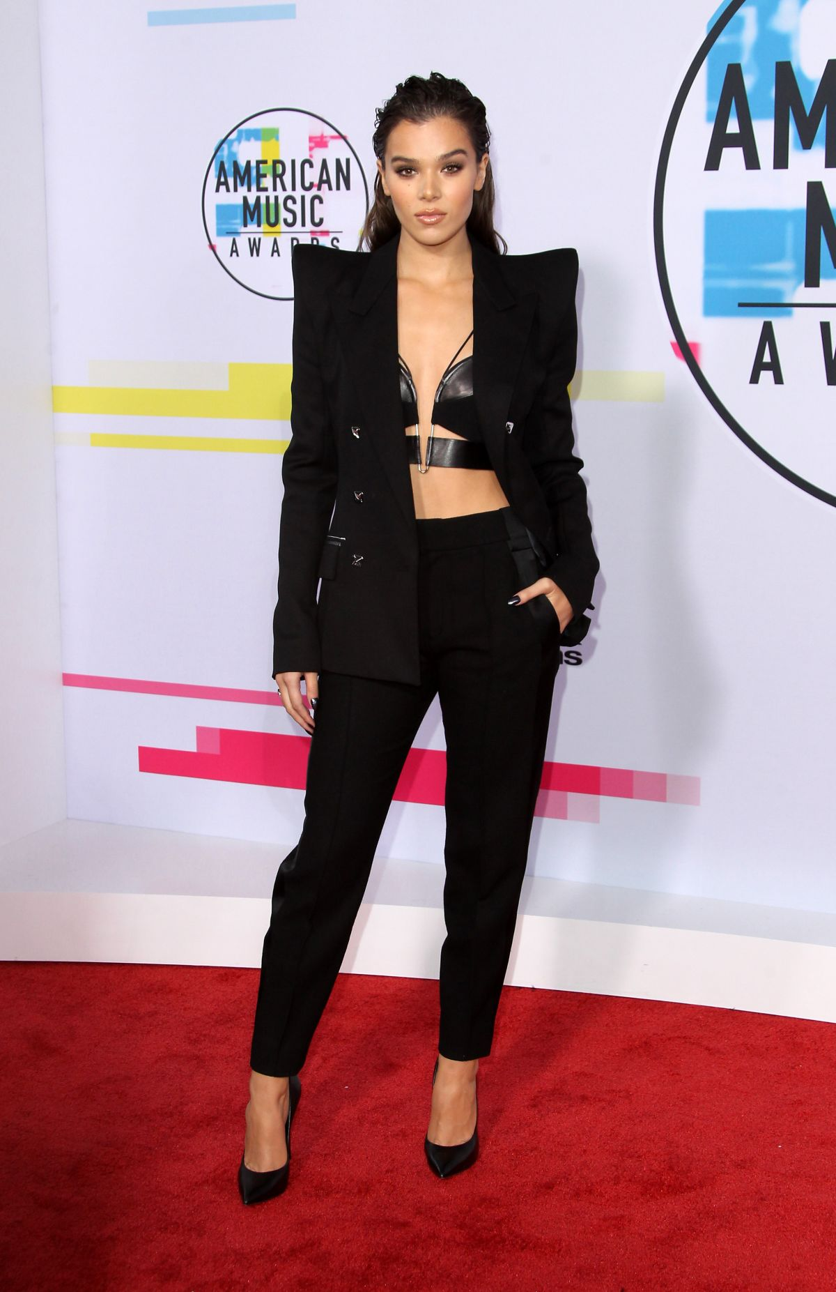 Hailee Steinfeld At American Music Awards At