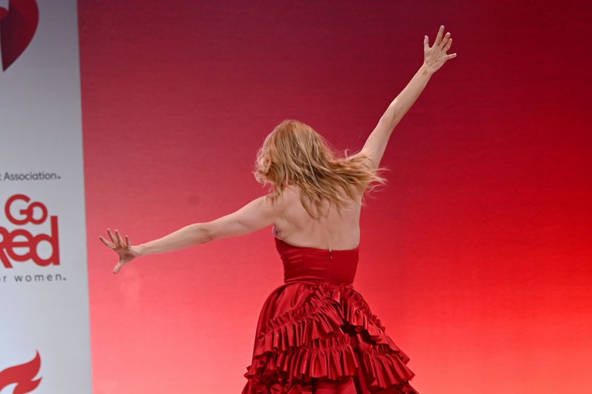 Heather Graham At American Red Heart Association S Go Red