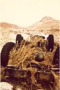 כך נראה רכב השטח להסעת מטיילים של נאות הכיכר, למחרת השטפון של 1965 במצפה רמון