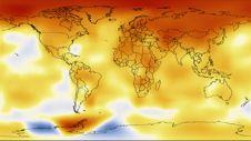 """המפה מראה את שינויי הטמפרטורה בעשור שבין  ינואר 2000 עד דצמבר 2009 בהשוואה לממוצע הטמפרטורות שנים 1951-1980. איזורים שהתחממו מופיעים באדום, איזורים שהתקררו בין התקופות – בכחול. הגידול החזק ביותר היה באיזורים הארקטיים ובחלקים של אנטארקטיקה. צילום: נאס""""א"""