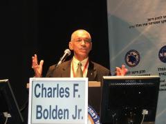 """ראש נאס""""א צ'ארלס בולדן בכנס החלל ע""""ש אילן רמון, הרצליה, ינואר 2010"""