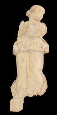 מינאדה - אחת מעוזרותיו של אל היין. פסל שנחשף בסוסיתא. צילום: אוניברסיטת חיפה