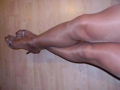 גרבי ניילון על רגליים בשר ודם