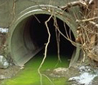 """זיהום נהר. צילום: סוכנות הגנת הסביבה בארה""""ב (EPA) מתוך ויקיפדיה"""