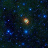 הערפילית הפלנטרית NGC 1514 כפי שצולמה באינפרה אדום על ידי טלסקופ החלל ווייז. הטבעות לא נראות באור הנראה