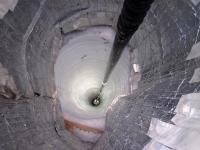 קידוח החור האחרון להנחת חיישני פרויקט ICE CUBE בקוטב הדרומי. צילום: NSF