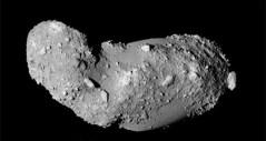 האסטרואיד איטוקווה כפי שצולם על ידי החללית היפנית היאבוסה. מתוך ויקיפדיה
