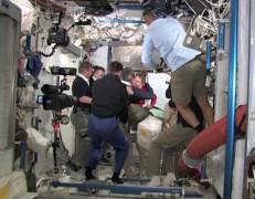 פתיחת הדלתות בין מעבורת החלל אטלנטיס לתחנת החלל הבינלאומית, 10/7/2011