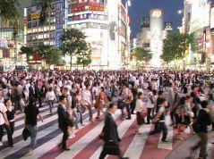 מעבר החציה המפורסם ברובע שיבויה ביפן. מתוך ויקיפדיה. צפיפות אוכלוסיה