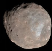 הירח המאדימאי פובוס כפי שצולם בשנת 2008 על ידי החללית MRO