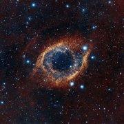 טלסקופ ויסטה של המצפה האירופי הדרומי בפארנל שבצ'ילה צילם את התמונה המרהיבה הזו של ערפילית הסליל. Credit: ESO/VISTA/J. Emerson.