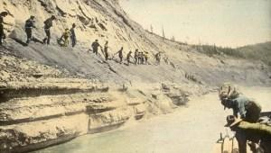 חולות הנפט של אלברטה. צילום: מתוך ויקיפדיה
