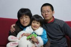 מינג'ון לי ויצ'ון קסו עם בתם יו-יאנג. משפחה מורחבת. צילום: מכון ויצמן