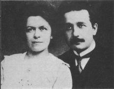 אלברט איינשטיין ואשתו הראשונה מילבה מאריץ'. צילום משנת 1912. מתוך ויקיפדיה