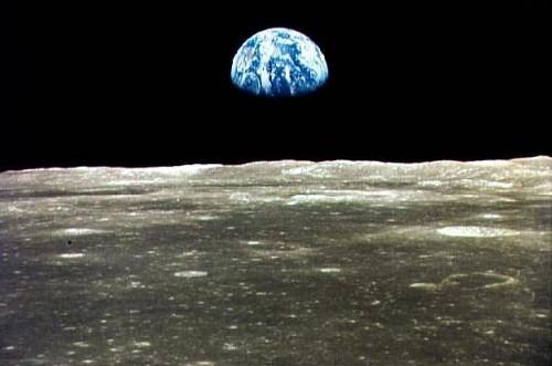זריחת כדור הארץ על הירח, כפי שנראתה מהחללית אפולו 11