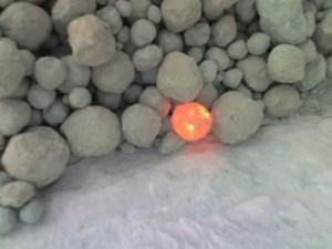 קלינקר חם לאחר יציאה מהכבשן. עיבוד תמונה: Macau500, wikimedia/commons