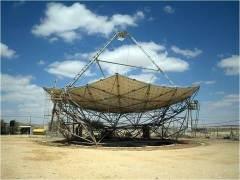 צלחת פרבולית לניצול אנרגיית השמש במרכז מחקר בשדה בוקר. צורתה הפרבולית של הצלחת מביאה להחזרת כל קרני השמש למוקד הפרבולה, ובכך יוצרת בו חום גבוה. המקור: ויקיפדיה.